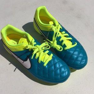 Nike JR Tiempo Genio Leather size 5.5Y sport cleat